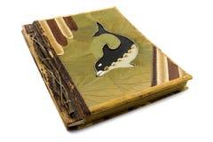 Album photos fabriqué à la main avec le dauphin sur le cache. Photos stock