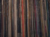 Album record di musica ad alta fedeltà di Ld nei retro dischi neri d'annata della piattaforma girevole Fotografie Stock