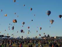 Albuquerque-Ballon-Fiesta-Abschiedsmassenbesteigung Lizenzfreie Stockbilder