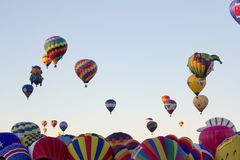 ALBUQUERQUE NYA - Mexico - OKTOBER 06, 2013: Baloon för varm luft Fiesta i Albuquerque som är ny - Mexiko Royaltyfria Bilder