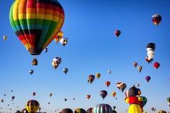 ALBUQUERQUE NYA - Mexico - OKTOBER 06, 2013: Baloon för varm luft Fiesta i Albuquerque som är ny - Mexiko Royaltyfri Bild