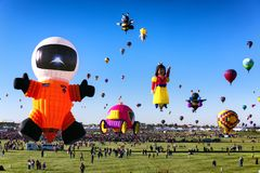 ALBUQUERQUE NYA - Mexico - OKTOBER 06, 2013: Baloon för varm luft Fiesta i Albuquerque som är ny - Mexiko Royaltyfria Foton