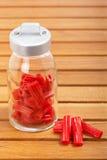 Alcaçuz vermelho no frasco de vidro Fotos de Stock Royalty Free