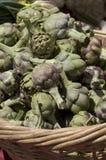 Alcachofas del mercado del granjero Fotos de archivo