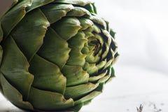 Alcachofra fresca na luz natural Imagem de Stock