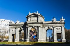 Alcalá Poort in Madrid Spanje stock afbeeldingen