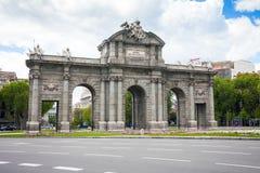 Alcal port en monument i självständighetfyrkanten i Madrid Royaltyfria Foton
