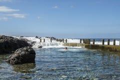 Alcala岩石水池游泳者 免版税图库摄影