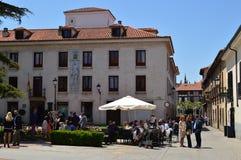 Alcala DE Henares Universitair Vierkant op de Dag van de Naaiende Markt De Geschiedenis van de architectuurreis stock foto's