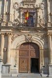 Alcala de Henares Universitet ytterdörr arkivfoto