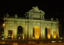 Alcala Gatter nachts in Madrid Lizenzfreies Stockbild