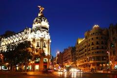 Alcala och Gran via gatan i Madrid nattstad Royaltyfria Bilder