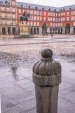 Alcalde de la plaza en un día lluvioso en Madrid Foto de archivo libre de regalías