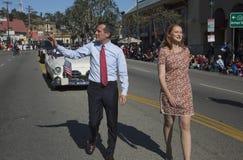 Alcalde Eric Garcetti y esposa, marcha en 115o Dragon Parade de oro, Año Nuevo chino, Los Ángeles, Cali de Los Ángeles de Jacque  Foto de archivo