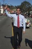 Alcalde Eric Garcetti y esposa, marcha en 115o Dragon Parade de oro, Año Nuevo chino, Los Ángeles, Cali de Los Ángeles de Jacque  Fotografía de archivo libre de regalías