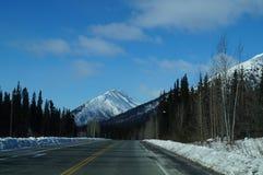 Alcan-Landstraße einsam im Winter Stockfoto
