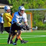 Alcance del lacrosse para la bola Imágenes de archivo libres de regalías