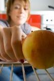 Alcance para a fruta Fotografia de Stock