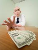 Alcances do homem para um grupo de dinheiro Imagem de Stock