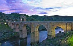 Alcantara rzymianina mosta zmierzch Zdjęcia Royalty Free