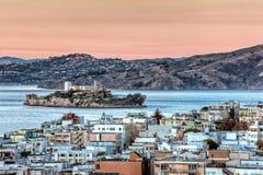 Alcatraz海岛在日落的旧金山湾 库存照片