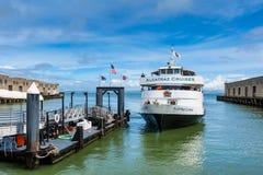 Alcatraz курсирует паром в San Francisco Bay Калифорнии США стоковое фото