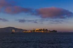 Alcatraz dans le San Francisco Bay photos stock