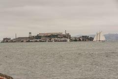 Alcatraz dans un jour nuageux Photo stock
