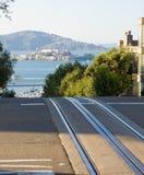 Alcatraz e rotaie della cabina di funivia Immagini Stock