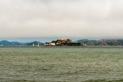 Alcatraz fängelse på San Francisco Harbor arkivfoton