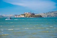 Alcatraz f?ngelse under en sommardag royaltyfri bild