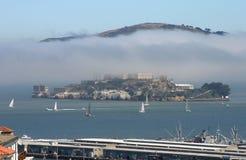 Alcatraz im Nebel Stockfotografie