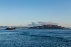 Alcatraz med Angel Island i bakgrund Royaltyfria Bilder