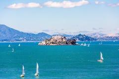 Alcatraz z żaglówkami Fotografia Royalty Free