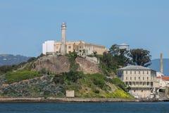 Alcatrazeiland op een Zonnige dag gehele eiland dichte omhooggaand royalty-vrije stock afbeelding
