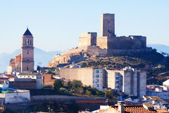 Alcaudete avec le château et la vieille église Photos libres de droits