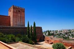 Alcazaba con la vista della città di Granada Fotografia Stock Libera da Diritti