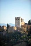 Alcazaba em Alhambra Palace no por do sol, Granada, Espanha Imagem de Stock Royalty Free