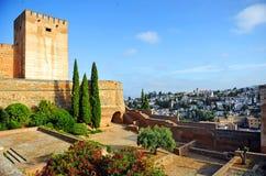 Alcazaba och grannskap av Albaicin, Alhambra slott i Granada, Spanien royaltyfri foto