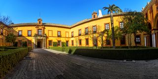 Alcazar real em Sevilha imagens de stock royalty free