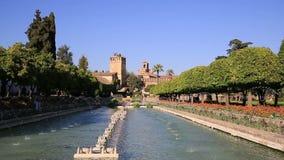Alcazarpalastgärten und -brunnen in Cordoba, Andalusien Spanien stock footage