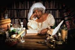 Alchemist an der Studie Stockfotos