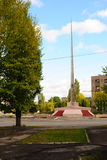 Alchevsk, Ucrânia - 12 de outubro de 2010: Monumento em honra do 20o aniversário da vitória sobre o fascista Alemanha Imagens de Stock Royalty Free