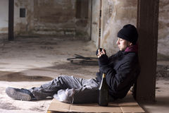 Alcoólico de fumo Fotografia de Stock Royalty Free