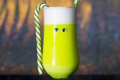 Alcoólico dos cocktail do feriado do ano novo e bebidas não alcoólicas fotos de stock