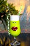 Alcoólico dos cocktail do feriado do ano novo e bebidas não alcoólicas imagens de stock