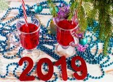 Alcoólico dos cocktail do feriado do ano novo e bebidas não alcoólicas foto de stock