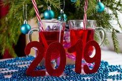 Alcoólico dos cocktail do feriado do ano novo e bebidas não alcoólicas imagem de stock