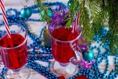 Alcoólico dos cocktail do feriado do ano novo e bebidas não alcoólicas fotografia de stock