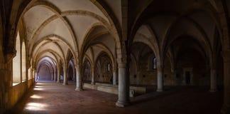 Alcobaca, Португалия - 17-ое июля 2017: Спальня монахов монастыря Santa Maria de Alcobaca Аббатства Шедевр средневековое готическ стоковые фото